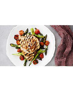 Resepti-Helpot kanapihvit ja parsa-kirsikkatomaattisalaattia
